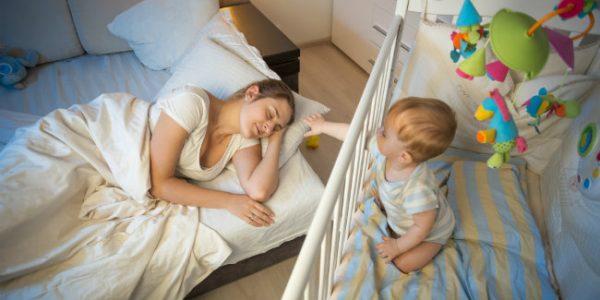 Plus de sommeil pour la maman qui allaite 1re avenue for Bebe dort chambre parents